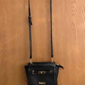 Reaction by Kenneth Cole crossbody